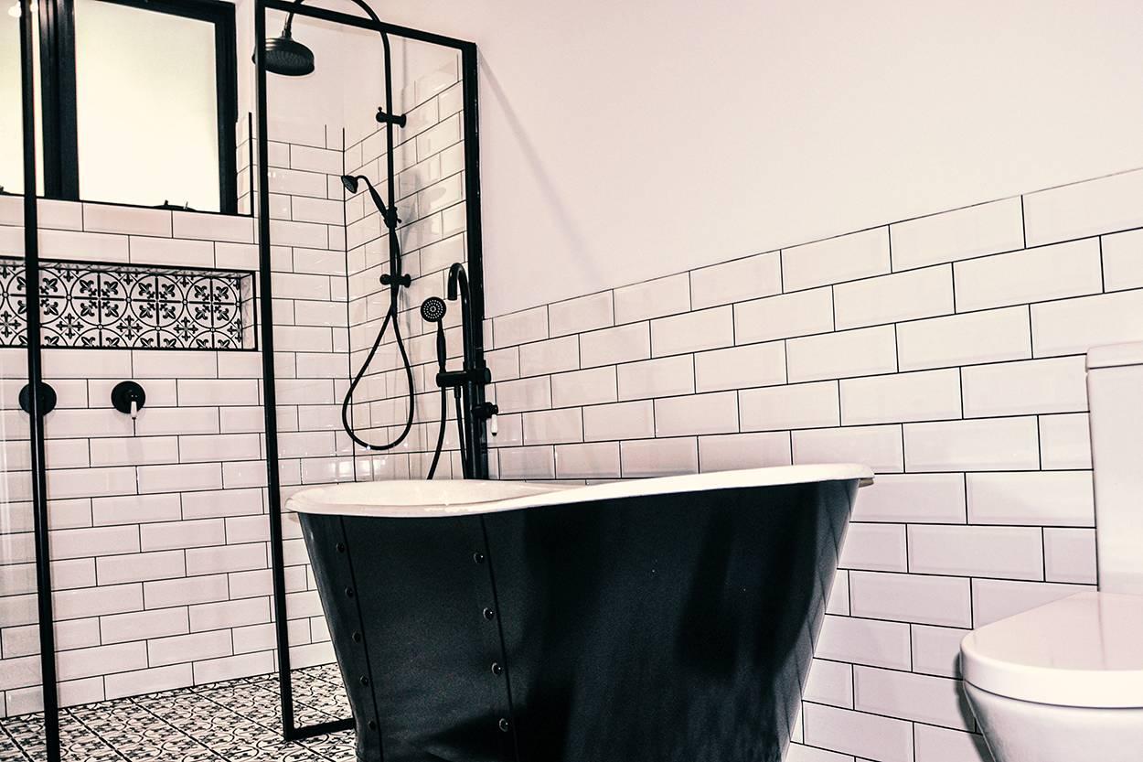 black and white freestanding luxury bathtubs in perth wa